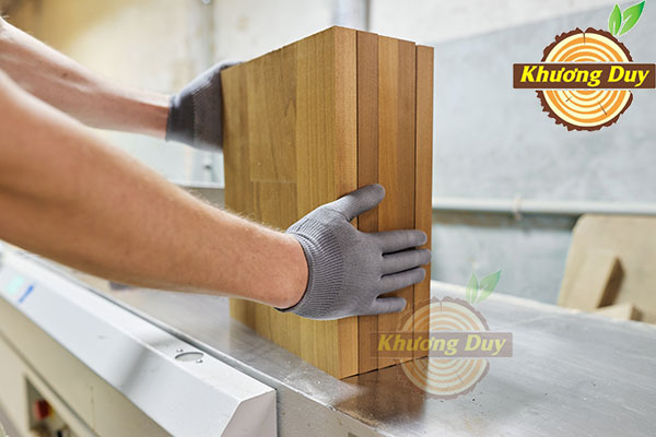 Lựa chọn sàn lọc những thớ gỗ tốt nhất cho sản xuất đồ gỗ
