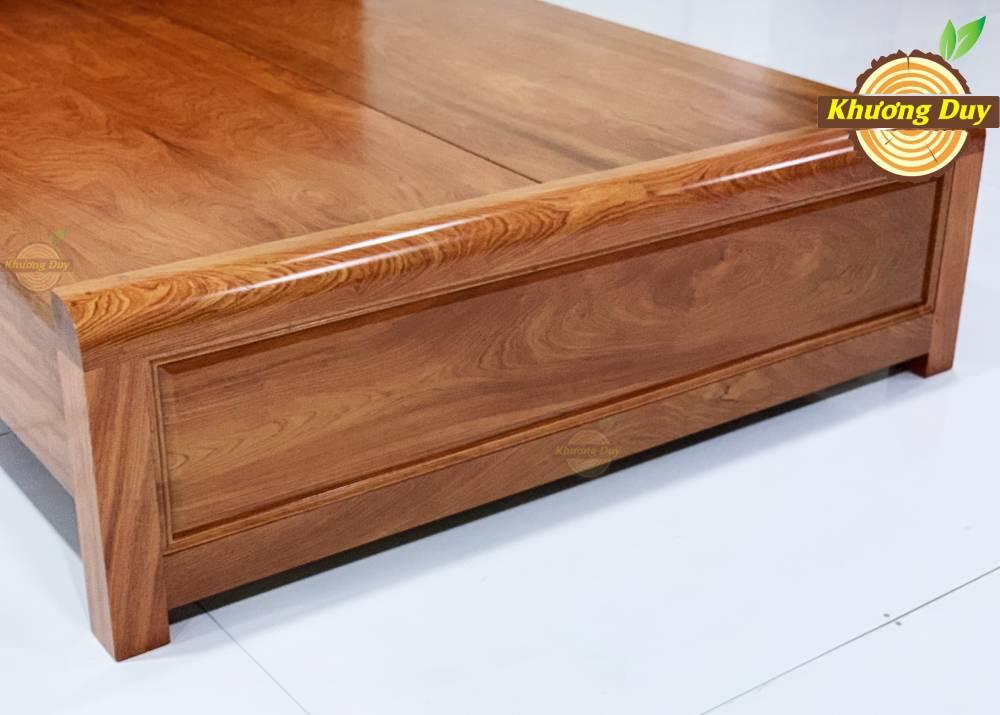 Giường ngủ gỗ hương đá có thiết kế đơn giản, không cầu kỳ họa tiết, phù hợp với mọi lứa tuổi